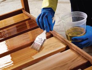 Особенности покрытия деревянных поверхностей морилкой и лаком
