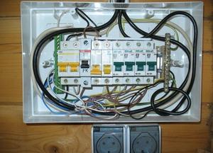 Советы специалистов, как правильно установит электрощиток в бане