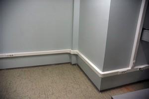 Чем закрепить кабель на стене