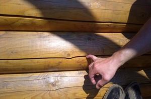 Причины образования трещин и щелей в брёвнах сруба