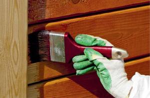 нанесение антисептика на древесину