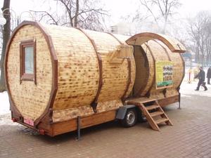 Просторная баня на колесах округлой формы