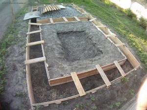 Строительство бани начинается с закладки фундамента