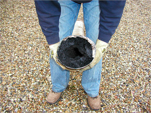 Чем прочистить дымоход народными средствами как сделать дымоход в бане из асбестовой трубы
