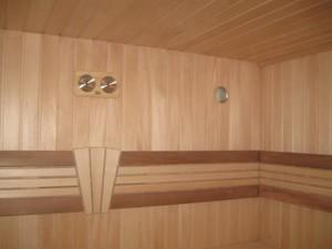 Деревянная кабинка сауны