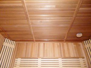 Реечный потолок в бане