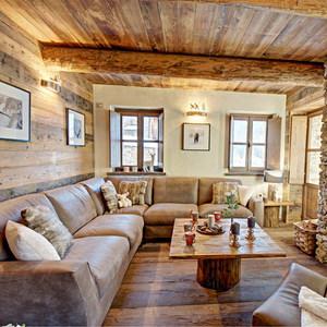 Комната отдыха может быть просторной, здесь можно разместить много мебели.