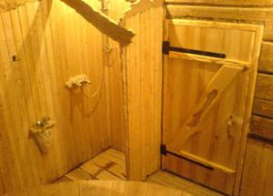 Дверь а парилку из дерева